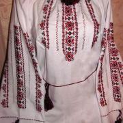Біла жіноча вишиванка з червоною вишивкою