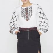 Элегантная блуза с красочным орнаментом фото