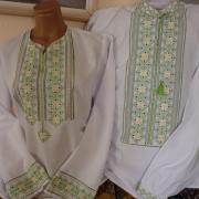 Женская и мужская вышиванки в паре на домотканом полотне