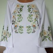 """Жіноча вишиванка в українському стилі """"Квіти шипшини"""" купити"""