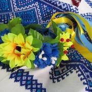 ФотоУкраїнський вінок з стрічками