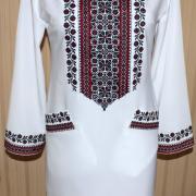 """Біле плаття вишиванка """"Каріна""""  на мадонні"""
