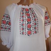 Жіноча вишита біла блуза