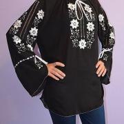Чорна блузка з шифону з білою вишивкою для жінок купити
