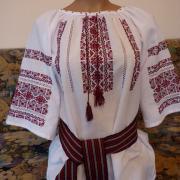 Женская вышиванка белая с красным орнаментом купить