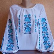 Жіноча вишиванка квіткова в блакитних тонах - ручна работа