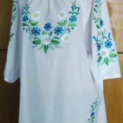 Вышитая белая женская блузка