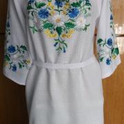 Блузка с вышитыми васильками