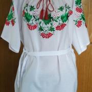 Платье с вышитой калиной