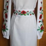 Женское вышитое платье - красные маки