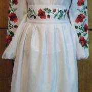 Женский белый вышитый костюм