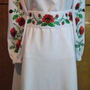 Жіноча біле плаття з вишитими маками