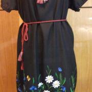 Українське чорне плаття з вишитими маками