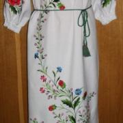 Українська сукня з вишивкою