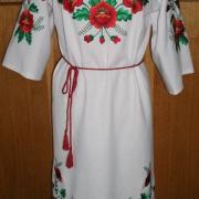 Украинское вышитое платье с красными маками