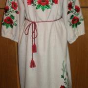 Платье в украинском стиле с красными маками