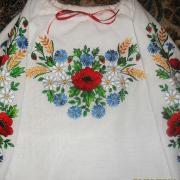 Жіноча вишита блузка з маками