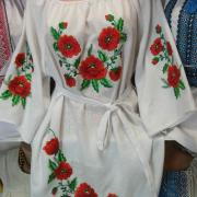 Украинское белое платье с вышитыми маками