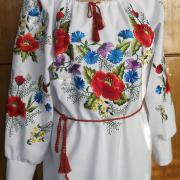 Українське вишите плаття з вишитими квітами