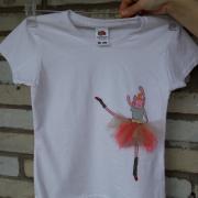 """Дитяча футболка ручної роботи """"Кішка-балерина"""" фото"""