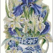 """Вишита хрестиком картина """"Квіти у вазі"""""""
