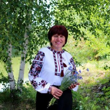 """Жіноча вишиванка """"Калина з трояндами"""""""