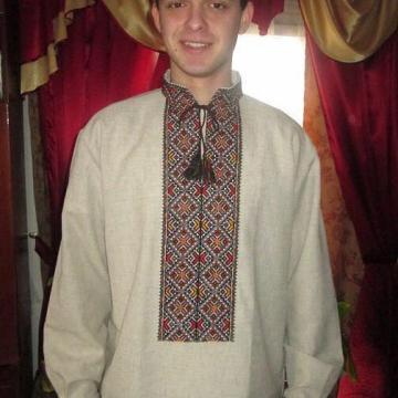 Вишита чоловіча сорочка з орнаментом