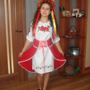 """Сукня вишиванка на дівчинку з червоною спідницею """"Маки"""""""